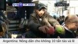 Nông dân Argentina cho không 10 tấn táo và lê (VOA60)