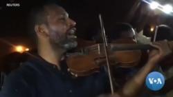 Des violonistes se joignent aux manifestants au Soudan