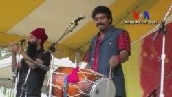 New York'ta Etnik Müzik Grupları Büyük Alkış Topluyor
