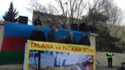Milli Şura «Talana son»şüarı ilə mitinq keçirir/Əli Kərimli çıxış edir