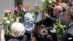 Türkiyə prezidenti Rəcəb Tayyib Ərdoğan Sarayevoda Srebrenitsa qurbanlarının xatirəsini anır, 9 iyul, 2019.