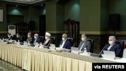 Visoki zvaničnici nose maske na sednici radne grupe za koronavirus vlade u Teheranu, 21. marta 2020.