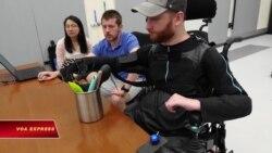 Quần áo robot giúp người liệt đi lại