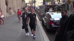 VOA Trending Topic: Justin dan Hailey