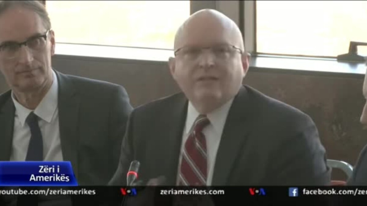 Amb. Reeker thirrje Kosovës për heqjen e tarifave ndaj Serbisë