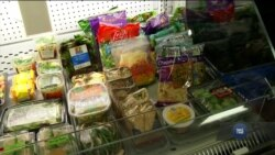 Через шатдаун багато федеральних працівників США змушені користуватися допомогою «банків їжі». Відео