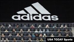 រូបឯកសារ៖ ទិដ្ឋភាពទូទៅនៃពហុកីឡដ្ឋានមួយដោយមានការដាក់រូបអ្នកគាំទ្រនៅលើកៅអី ដែលស្ថិតនៅពីក្រោមផ្លាកយីហោ Adidas មុនពេលការប្រកួត MLS រវាងក្រុមកីឡា D.C. United និងក្រុមកីឡា New England Revolution នៅក្នុងរដ្ឋធានីវ៉ាស៊ីនតោន។