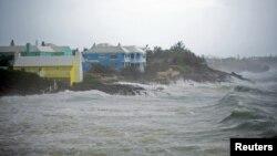 Badai Teddy saat mendekati Kepulauan Bermuda bulan lalu (foto: dok). Kawasan Bermuda kembali terancam oleh badai Epsilon pekan ini.