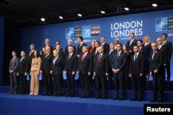 지난해 12월 런던 나토 정상회의에 참석한 회원국 정상들이 기념촬영을 했다.