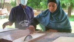 Yadda Wata Matar Aure Take Sana'ar Kafinta A Kano