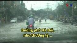 Bão đổ bộ, phố Hà Nội lại thành sông