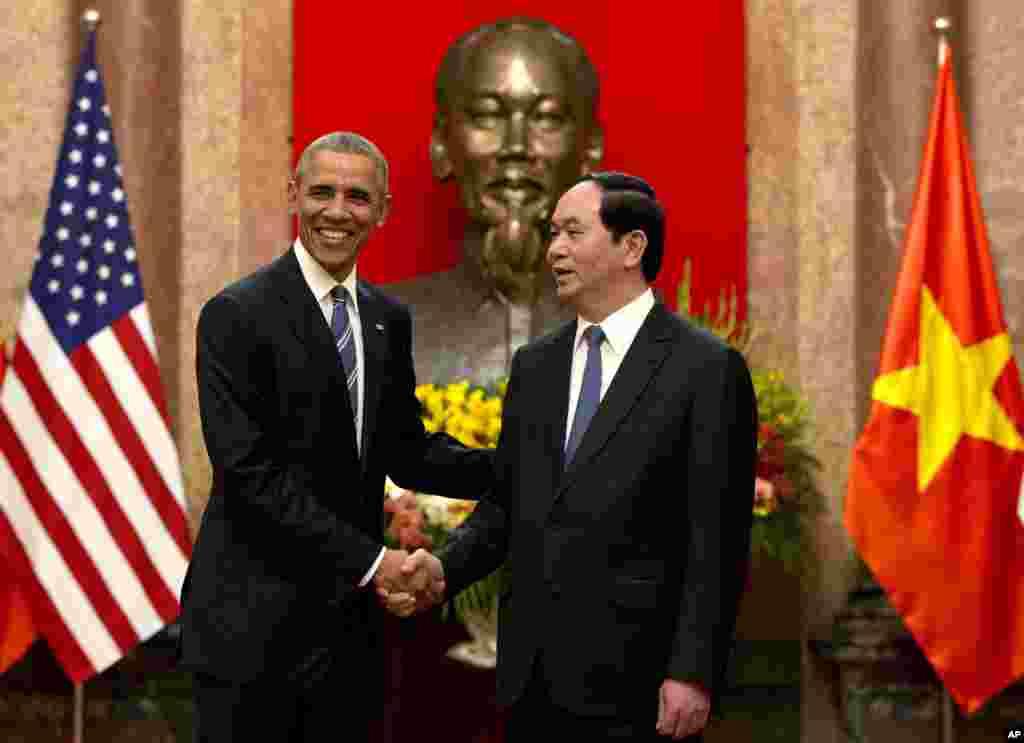 مبصرین کا خیال ہے کہ ویتنام جنگ کے 41 سال بعد اب امریکہ اور ویتنام قریب آ رہے ہیں۔