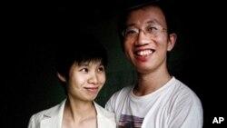 석방된 중국의 인권 운동가 후자와 아내 쩡진옌