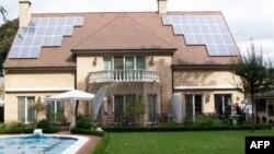 李正文的工厂替欧洲客户制造的太阳能屋顶电站
