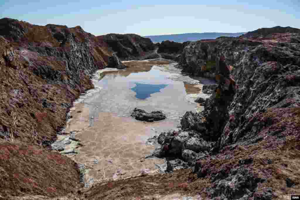 کوه نمک قم در ۱۵ کیلومتری جاده قم-جعفریه عکس: احمد ظهرابی