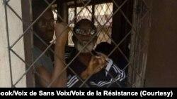 Dr Alexandra Dzabana elongo na babundi basusu ba makoki maboto na bokangami na Brazzaville, photo etiami na Facebook ya Voix de Sans Voix/Voix de la Résistance
