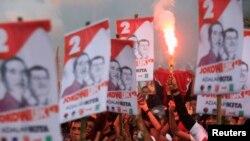 Para pendukung Jokowi-JK dalam Pilpres 2014 dalam acara kampanye di Makassar (foto: dok).
