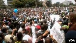 ຊາວອີທິໂອເປຍ ປະມານ 10,000 ພັນຄົນ ພາກັນປະທ້ວງຢູ່ ນະຄອນຫລວງ Addis Ababa ຮຽກຮ້ອງລັດຖະບານ ປ່ອບນັກ ໂທດການເມືອງ