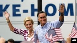 Mitt Romney et son épouse Ann en campagne à Port St. Lucie, en Floride