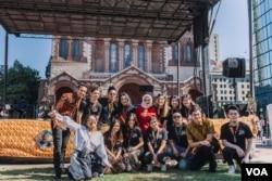 Panitia New England Indonesian Festival berfoto bersama di depan panggung