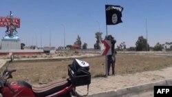 Imagen de un video de los yihadistas del Estado islámico durante la caída de Ramadi, en Irak.