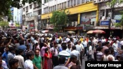 Earthquake in Kolkata: People out in the streets