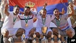 Nenad Zimonjić Janko Tipsarević, Miki Janković i Viktor Troicki proslavljaju pobedu u Dizeldorfu