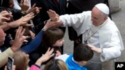 El papa Francisco alabó el descanso, para celebrar a Dios, la familia, y los demás.