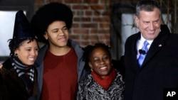 Walikota New York City Bill de Blasio bersama istri dan anak-anaknya.