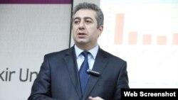 Qubad İbadoğlu (Foto Qubad İbadoğlunun Facebook səhifəsindən götürülüb)