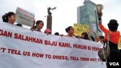 Demonstrasi anti kekerasan terhadap perempuan di Jakarta. (Foto: Dok)