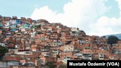 Venezuela'da gecekondu mahallesi