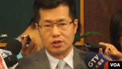 台湾执政党民进党立委罗致政(美国之音张永泰拍摄)