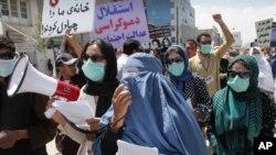 مردم در افغانستان چند بار راهپیمایی کرده و خواستار به کیفر رساندن جنایتکاران جنگی شدند