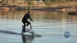Цей водний електровелосипед дозволяє лекго долати будь яку річку чи озеро. Відео