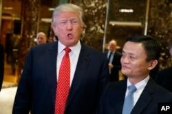 资料照:美国当选总统川普和中国阿里巴巴集团董事会主席马云在纽约川普大楼举行会晤。(2017年1月9日)