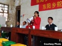 2019年5月28日,零废弃村庄创始人陈立雯在江西东阳乡垃圾分类动员会发言。(中国零废弃村庄创始人陈立雯提供)