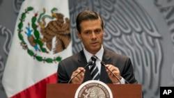 El presidente Enrique Peña Nieto dijo que sus ingresos anuales ascienden a un promedio de $250 mil dólares y parte de sus propiedades fueron herencia de sus padres y su exesposa fallecida.