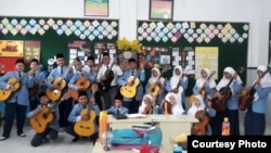 Kelas musik pimpinan Tri Adinata atau Sir Nata di Al-Azhar Medan (dok: Tri Adinata)