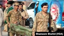 巴基斯坦学校恐怖袭击 打死至少141人