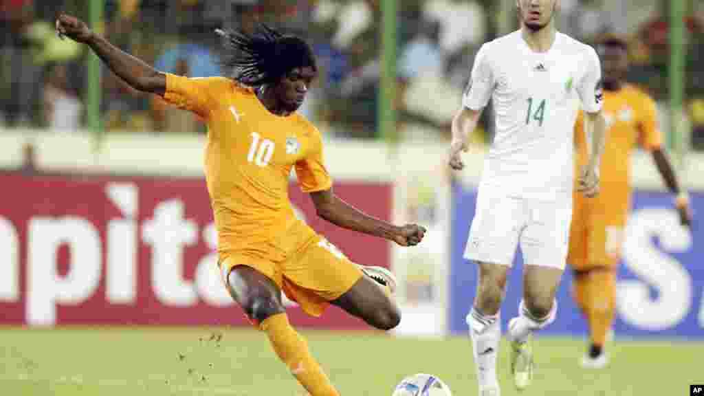 Gervinho, da Costa do Marfim, durante o jogo contra a Algéria nos quartos de final do Campeonato Africano das Nações.