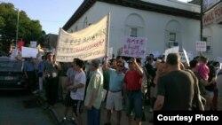 艾姆赫斯特社区华人抗议纽约市政府在当地建收容所 (抗议者提供)