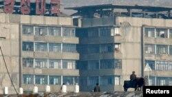 지난 2008년 촬영한 북한 혜산시의 모습. 소달구지를 탄 주민이 보인다. 북한은 혜산과 만포, 온성 등에 경제계발구를 설치할 계획이다.