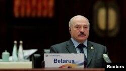 Державні ЗМІ у Білорусі повідомили, що білоруський керівник Олександр Лукашенко особисто наказав посадити авіалайнер компанії Ryanair у Мінську