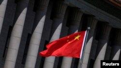 Bendera China berkibar di Beijing, China, 27 Mei 2019. (Foto: Reuters/Jason Lee)
