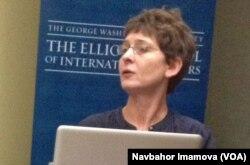 Svetlana Jakson (Jacquesson) Bishkekdagi Amerika universitetida dars beradi