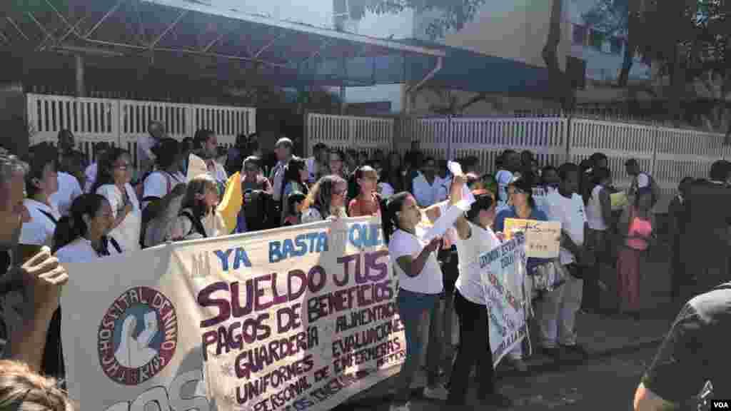 """Resaltó que esta protesta surge de la necesidad, """"de la rabia, que sentimos los venezolanos cuando trabajamos y nuestros salarios no nos permite calidad de vida"""", agregó la presidenta del Colegio de Enfermeras de Caracas."""