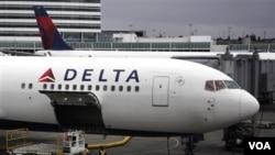 Salah satu pesawat milik maskapai penerbangan AS, Delta Airlines saat mendarat di kota Seattle, AS (foto dokumentasi).