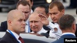 俄罗斯总统普京2017年11月10日抵达越南出席APEC峰会。