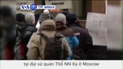 Người Nga biểu tình phản đối tại đại sứ quán Thổ Nhĩ Kỳ (VOA60)